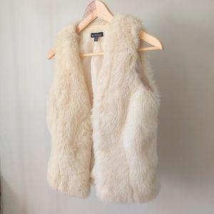 Le Chateau White Faux Fur Vest Size XS